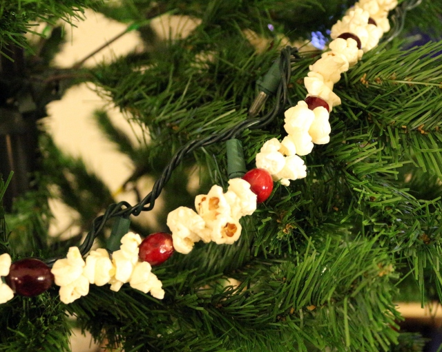 Popcorn and Cranberry Garland
